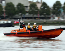 RNLI London Lifeboat Crew Save Spanish Tourists and a Bar Worker From Drowning