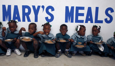 Gerard Butler Shows How Mary's Meals is Changing Lives in Liberia