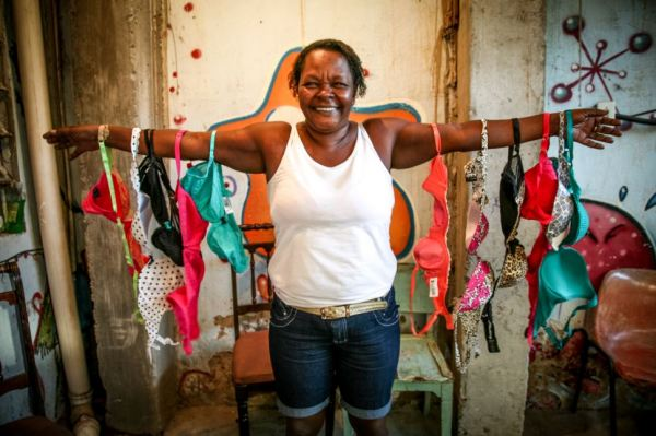 Bra Bank Campaign Launches To Help Kick Out Poverty In Brazil