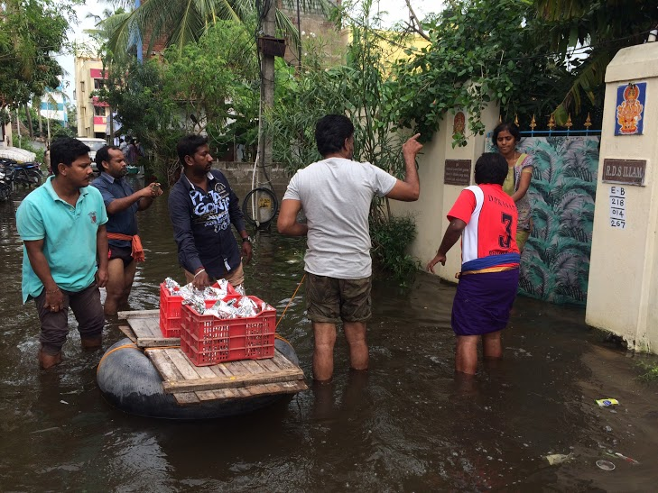 Volunteers Deliver Essentials Directly to those Affected by Chennai Flooding