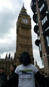 """Gorilla Man"" completes London Marathon after 6 days"