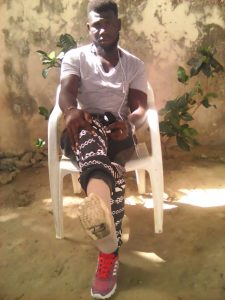 Woman Donates Prosthetic Leg to Amputee in Africa in Memory of Beloved Father