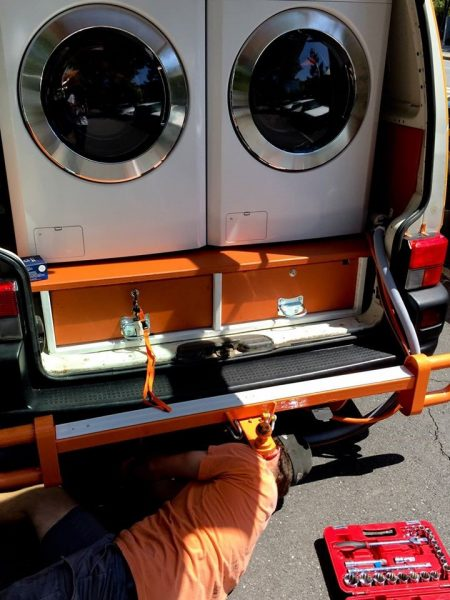 Australians Help Homeless People with Free Mobile Laundry Service