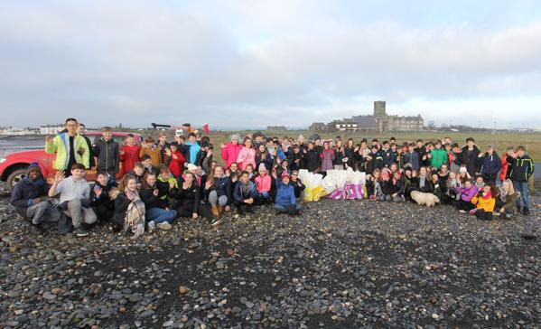 Islanders Help to Clean Polluted Beaches With Social Media